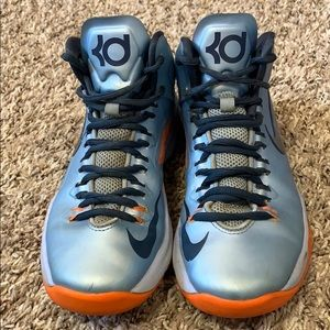 KD basketball shoes